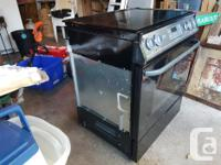 Frigidaire stovetop and range. Excellent condition.