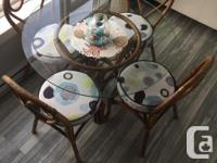 Kitchen table and 4 chairs, very sturdy set, the chairs