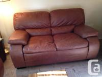 BROWN LEATHER COUCH & LOVE SEAT FOR SALE. IN EXCELLENT