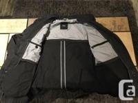 Hugo Boss Men�s Spring/Fall Black Dress Jacket For Sale