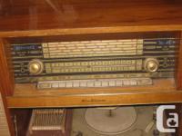 Kubana radio with Phillips turntable. Front cabinet