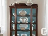 * Beautiful china cabinet  * Quarter-sewn oak  *