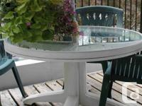 ROUND GLASS TABLE WITH 4 PLASTIC CHAIRS