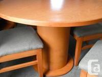 Round Table & 4 chairs -- laminate white oak style