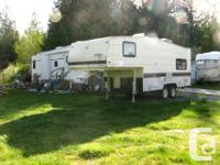 1993 21.5 foot Terry Resort 5th wheel.New roof,New