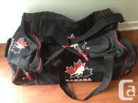 J'ai un tres bon sac de Hockey team canada,cest le size