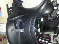 "Santa Cruz dressage saddle with Genesis system. 17.5""."