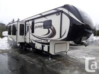 2014 Alpine 3010RE 5th Wheel Trailer... Three (3) Slide