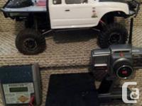 axial scx10 great condition with white honcho body