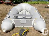 Seamore Marine (Model SM 330), 4 adult PVC Dinghy, with