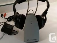 On-ear 926mhz RF headphones with charging cradle. Range