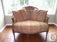 Beautiful settee from Chintz and co. Excellent
