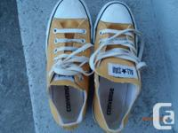 yellow Converse, Excellent condition! mens Size