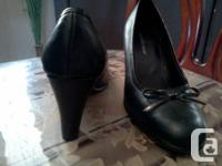 $ 20 Monet (size 6 1/2). Designed in Italy. New brown