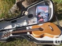 Simon & Patrick Parlor Guitar with TRIC Case & Player
