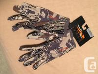 Sitka men's large camouflage hunting gloves. Brand-new