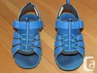 Very cute blue OshKosh sandals. Toddler size 9. In