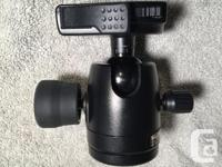 Large, sturdy ball head with high load capacity. Works
