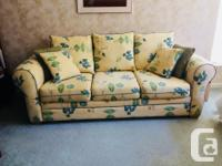 Sofa in Excellent condition - Like New Comes with