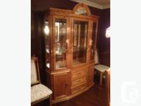 Solid Oak Dining room set for sale. Excellent