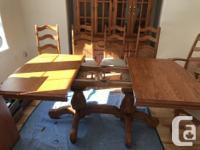 Shermag solid oak 10 piece Dining Room set. 2 Captain