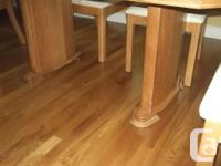 Beautiful solid oak dining set. Table, 6 chairs and