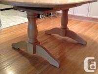 Valued to market! Well kept strong oak table and also