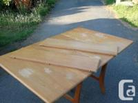 Harmonic solid wood dinning table with 2 extra leafs,