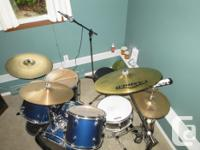 SONOR professional drum set with many extra's. Perfect