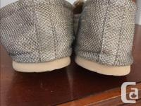 """Size 8.5; brand is """"Report Shoes"""" The shoes are light"""