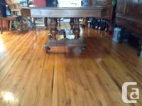 Very nice vintage table, has one butterfly leaf and