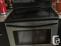 Frigidaire convection stove oven in working condition.