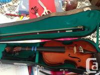 Student violin in great condition. Comes with shoulder