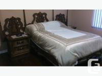 Magnifique mobilier de chambre à coucher en bois. de