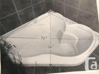 Non jetted sweetheart tub. Room for two!!Excellent