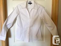 Classic fitted blouse, cotton with stiff collar that