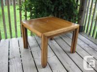 TABLE DE BOUT EN NOYER - WALNUT END TABLE: $200.