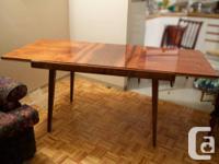 Magnifique table en noyer pale unique import