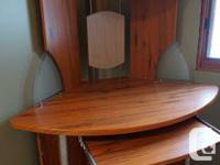 EDGE DESK. Appealing in terrific condition, Turn out