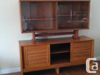 Teak hutch with three drawers for cutlery and lots of