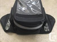 Magnetic tank bag in great condition, great for trips.