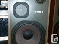 - speakers are in great condition. sound very good.