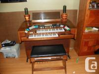 Gulbransen Theatrum 400 Series Organ & Bench with