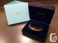 Slip on strong 18k yellow gold Tiffany + Carbon
