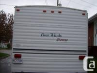 Trailer Four Winds 2002: 30 feet with pull out in