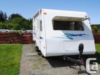 2000 18' fibreglass travel trailer dual axles light