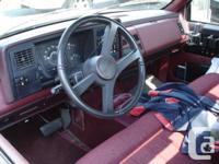 Make GMC Model 2500 Year 1990 Colour Red & White Trans