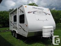 CONSISTENCY TRAVEL TRAILER BY SUNNY BROOK. 2009 18' FB