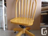 Office chair, on wheel, swivel, adjustable recline