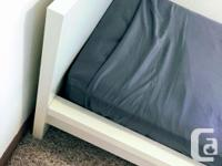 Like-new bed frame. Simple design, great quality. Easy